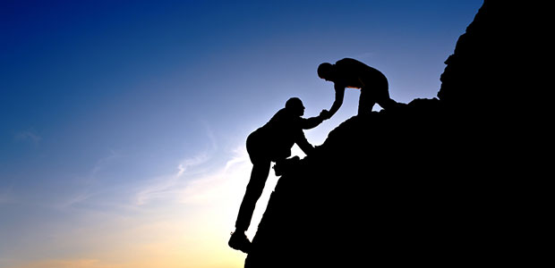 Teamwork-Climbing-Mountain